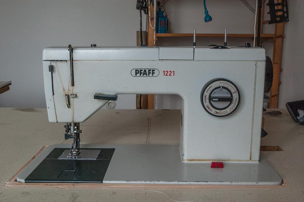 Pfaff 1221